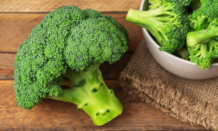Fresh broccoli - one of the 8 essential superfoods for weight loss - find out what the other 7 are in this surprising article! | the Progress app