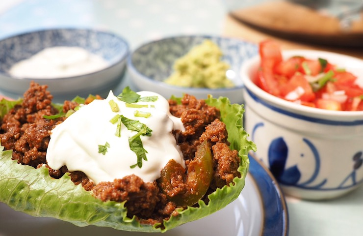 Healthy low carb beef taco recipe with guacamole and salsa