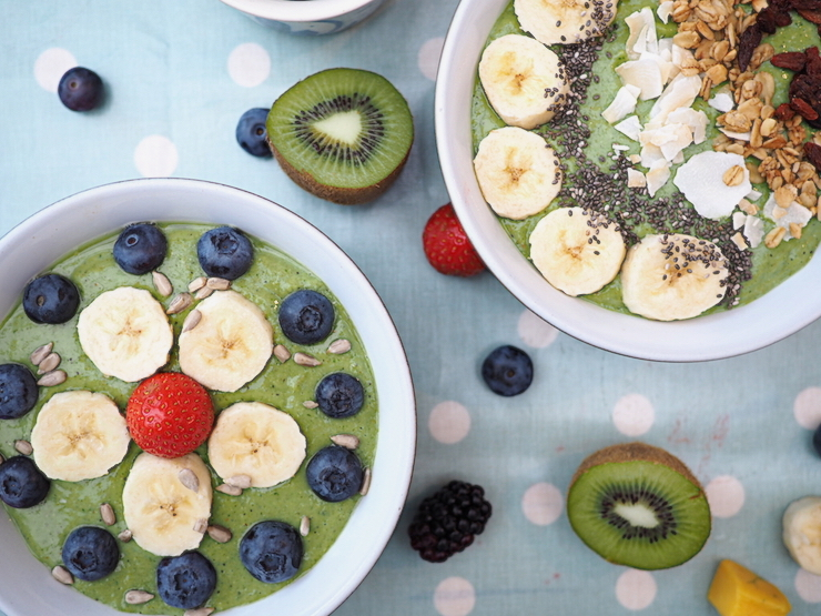 Super Easy Green Smoothie Bowl Recipe perfect for a healthy breakfast